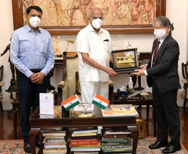 6 October, 2020: Consul General Taga paid a courtesy call on H.E. Mr. Banwarilal Purohit, Governor of Tamil Nadu.
